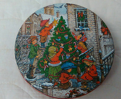Kids Decorating the Christmas Tree Biscuit Tin