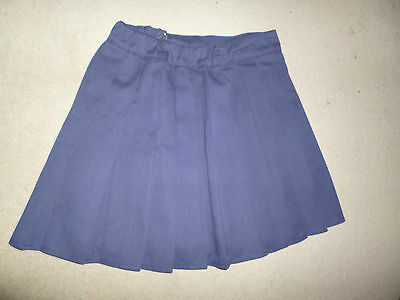 Girl's navy H&M pleated blue school skirt – fits age 9-10 years
