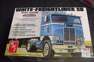 White-Freightliner SD Truck Tractor