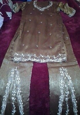 Girls indian  outfit. Trousers, top & scarf.