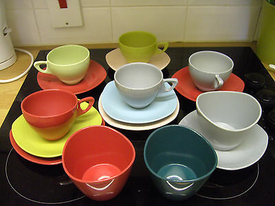 A Good Lot Of 16 Pieces Midwinter  Modern Melamine Tableware - Retro