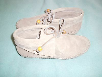 """Brand new Womens CLARKS ORIGINALS """"Tyler weazve"""" shoes. Size 5. """"Wallabees""""."""