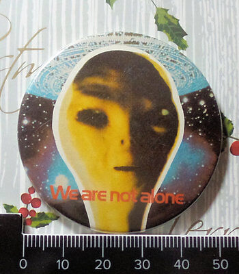 1977 Close Encounters Of The Third Kind We Are Not Alone Film Memorabilia Badge