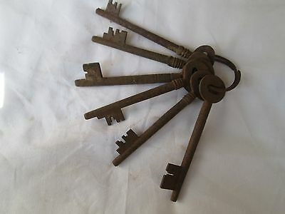 Original antique vintage old home decor collectible cast / iron keys 6nos. US017