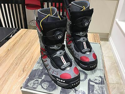 Ladies Vans Snowboarding Boots Size 5 ( Boa Lacing System)