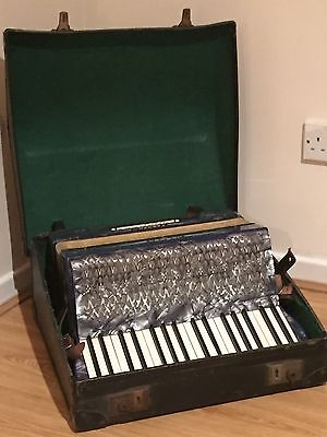 Hohner Carmen II Accordion