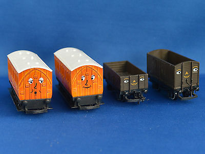 Hornby set of 4 Thomas the Tank Coaches and Trucks