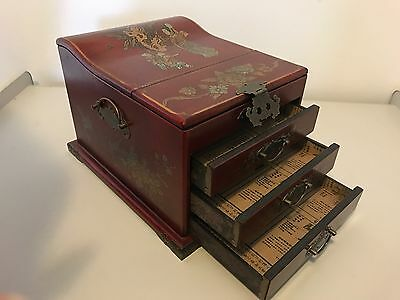 Chinese Lacquer Wood Jewellery Mirrored Make-Up Box