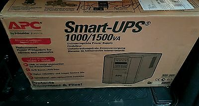 APC Smart-UPS (1500 VA) - Line interactive - Tower (SMT1500I) UPS