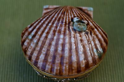 Vintage trinket box with pottery shell lid