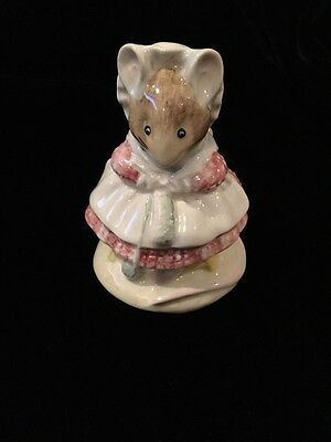 Beatrix Potter The Old Women Who lived in a shoe knitting  Beswick   150053
