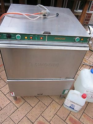 Eswood UC25NDP  Underbench Dishwasher In Excellent Condition Freight Available