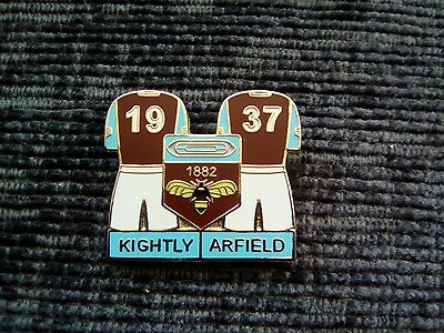 Burnley FC double player pin badge.