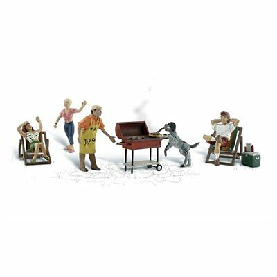 Painted Backyard Barbeque (OO/HO figures) Woodland Scenics A1929 free post