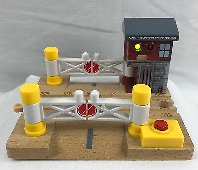 Thomas & Friends WELLSWORTH CROSSING Wooden Train Gate Station Lights & Sounds