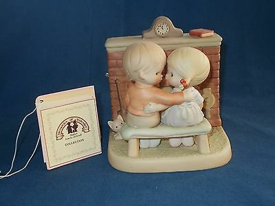 "Memories Of Yesterday Figurine Music Box ""Home's A Grand Place To Be"" EUC"