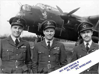 W/Co GUY GIBSON & OFFICERS + LANCASTER ADMIRAL PRUNE AT 106 SQDN ( DAMBUSTERS )