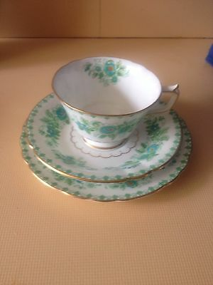 Royal Crown Derby Made In England Darley Dale Patterned Tea Cup Set
