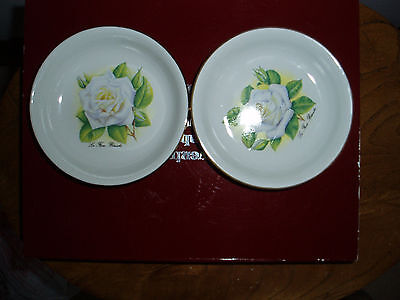 Two small porcelaine dishes made in France
