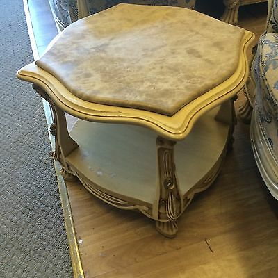marble coffee table  in good condition