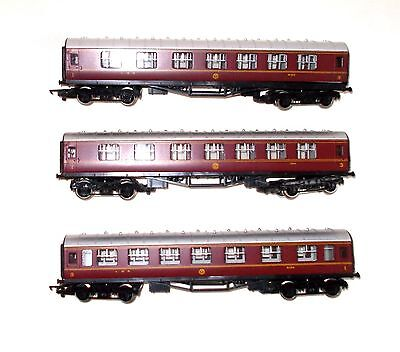 HORNBY MODEL RAILWAY COACHES - Qty 3
