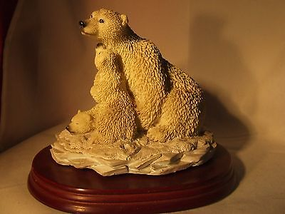 Polar Bear and cubs resin figurine excellent condition