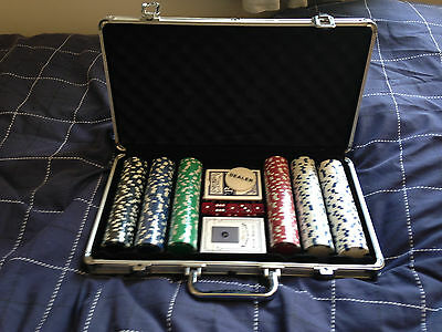 300 Casino poker chip set with cards and 5 dice in Aluminium Case