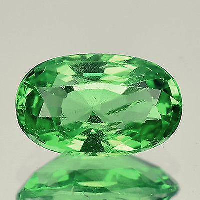 Gran tsavorite garnet de 1,15 cts,intenso color verde, VS1,talla oval facetada