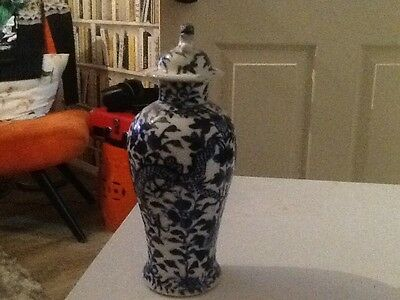 Blue Chinese vase 17th century with dragons and pearl