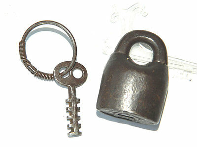 Early1900s CAST IRON PADLOCK WITH KEY Manufactured by Star Lock Works, USA