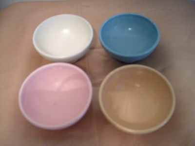 A Set Of 4 Small Vintage Flora Gouda Pottery Bowls