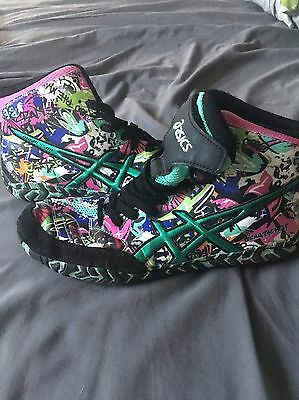asics aggressor graffiti Youth Wrestling Shoes.