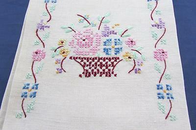 Vintage Ivory Linen Cross Stitch Embroidered Flower Basket Bath Guest Show Towel