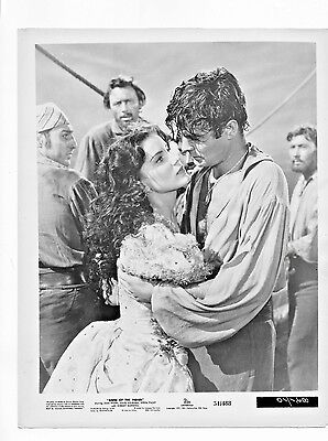 """1951 """"anne Of The Indies"""" Movie Still Jean Peters And Louis Jourdan Kissing"""
