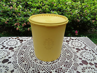 VINTAGE Retro TUPPERWARE CANISTER - STORAGE CONTAINER - Home Decor