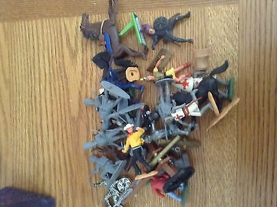 SMALL COLLECTION OF VINTAGE TOY SOLDIERS TIMPO BRITAINS AIRFIX C1960s