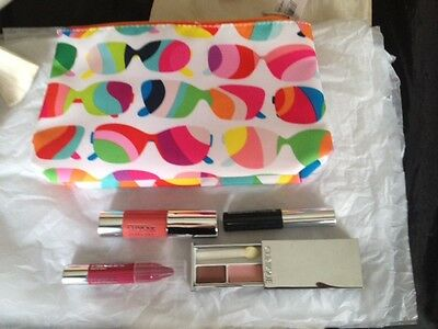 Clinique ~ 4 Piece Make-Up Gift Set ~ With Make-Up / Toiletry Bag Bundle