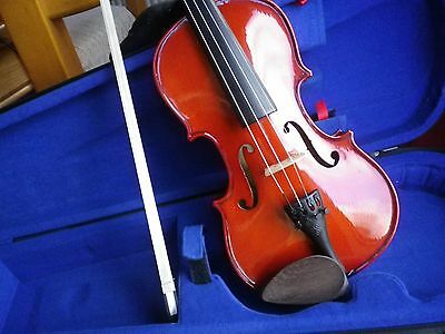 3/4 Stentor violin with bow & case in excellent condition.