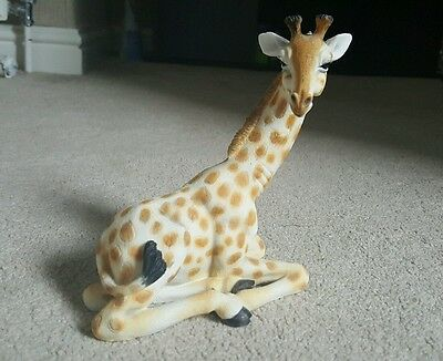 LOVELY YOUNG GIRAFFE FIGURINE  'OUT OF AFRICA' COLLECTION 15cm