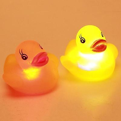 4xBath time Tub Toy | FLASHING RUBBER DUCK | LED Coloured Light Up Watertight Z