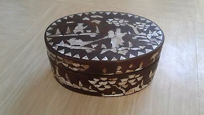 vintage Chinese inlaid mother of pearl oval  lacquered wooden box