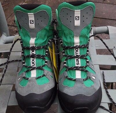 Salomon Ladies Hiking/Backpacking Boots Size 5.5