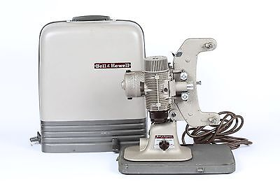 BELL & HOWELL 8mm Model 122 LR MOVIE PROJECTOR with Case
