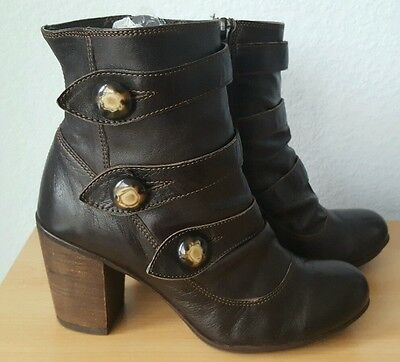 Ladies Clarks Brown leather heeled ankle boots size 5.5