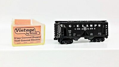 N Scale G E LAMPS General Electric 2 Bay Covered Hopper #ILDX 318 by DeLuxe
