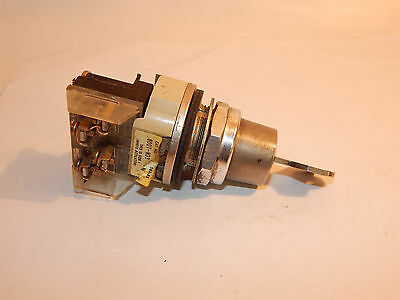 ALLEN BRADLEY 800T H33 2 Position Maintained Keyed Selector Switch 800T-H33