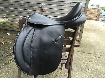 "17"" Med Wide English Leather Saddle"