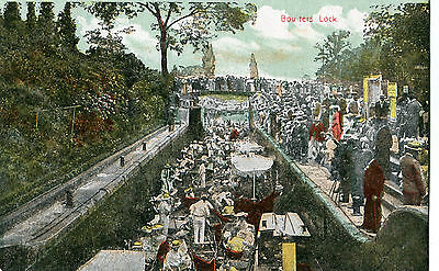 Original 1910s Postcard Boulters Lock Maidenhead packed with boats