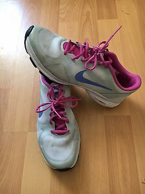 Size 5 Dual Fusion NIKE running / gym / sports trainers