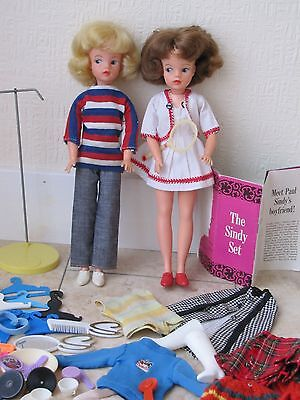 2 ORIGINAL VINTAGE 1960s PEDIGREE SINDY DOLLS WITH CLOTHES & ACCESSORIES